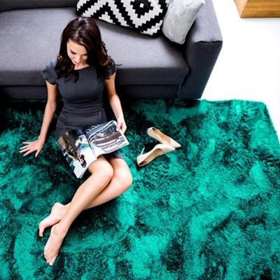 Zelený plyšový koberec